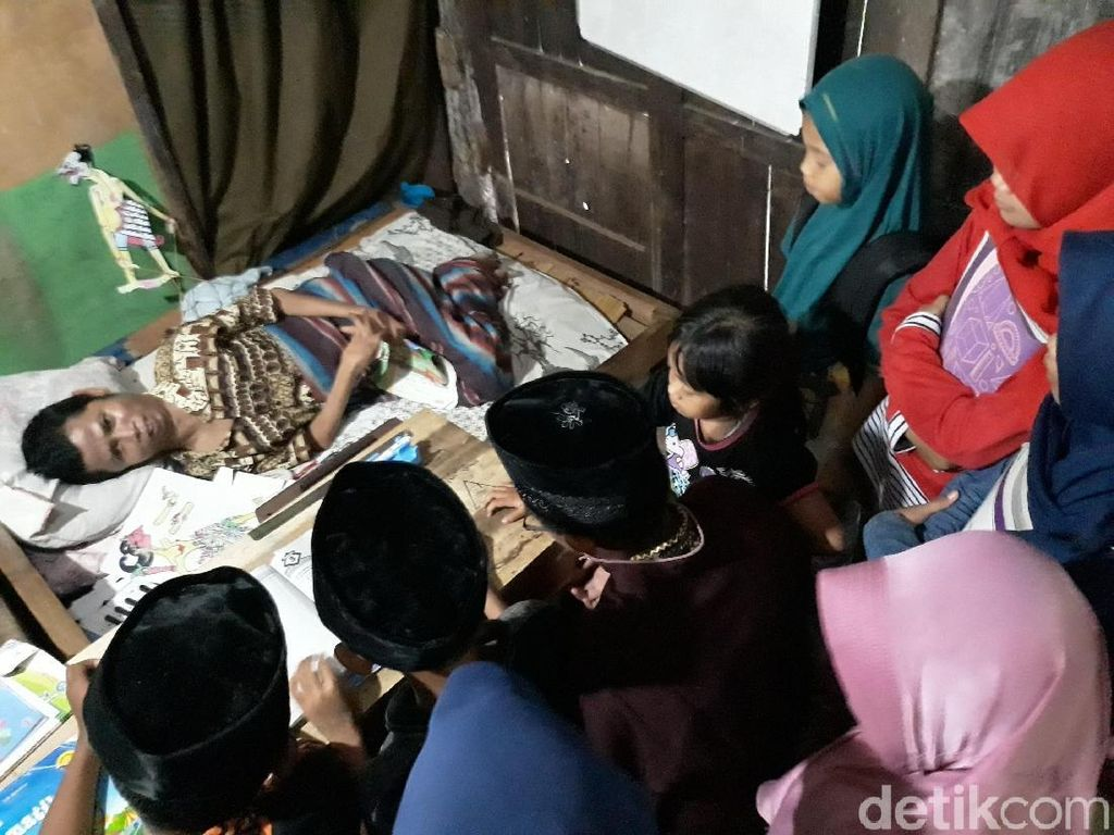 Kisah Mbah Un, 34 Tahun Mengajar Sambil Berbaring di Gunungkidul