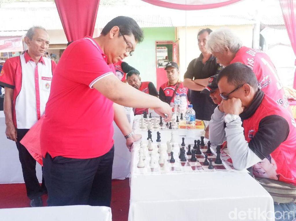 Kampanye ala Eks Grandmaster Utut: Main Catur Dikeroyok 12 Orang