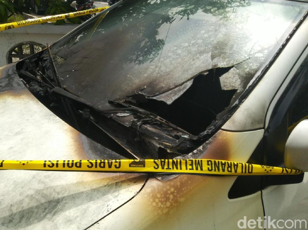 Banyak Kendaraan Dibakar di Semarang, Asuransi Mau Ganti?
