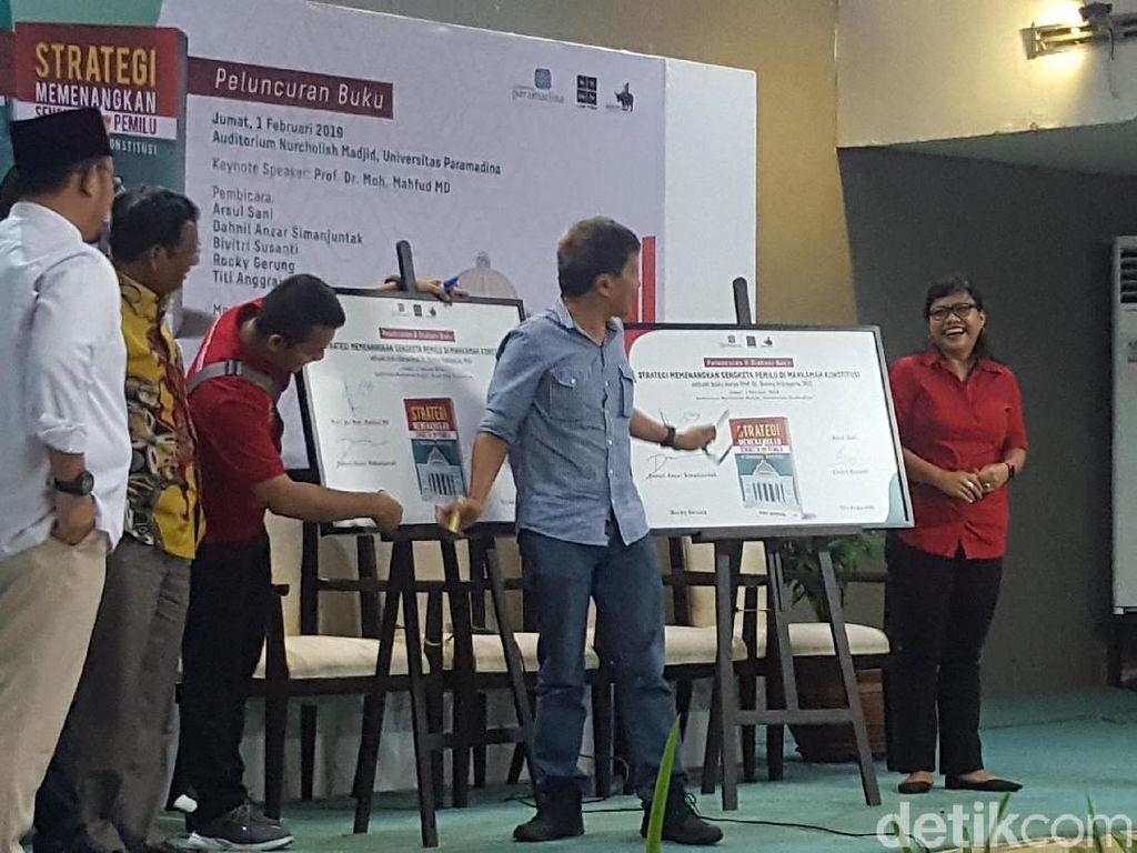 Di Launching Buku Denny Indrayana, Rocky Gerung Disapa Bos Akal Sehat