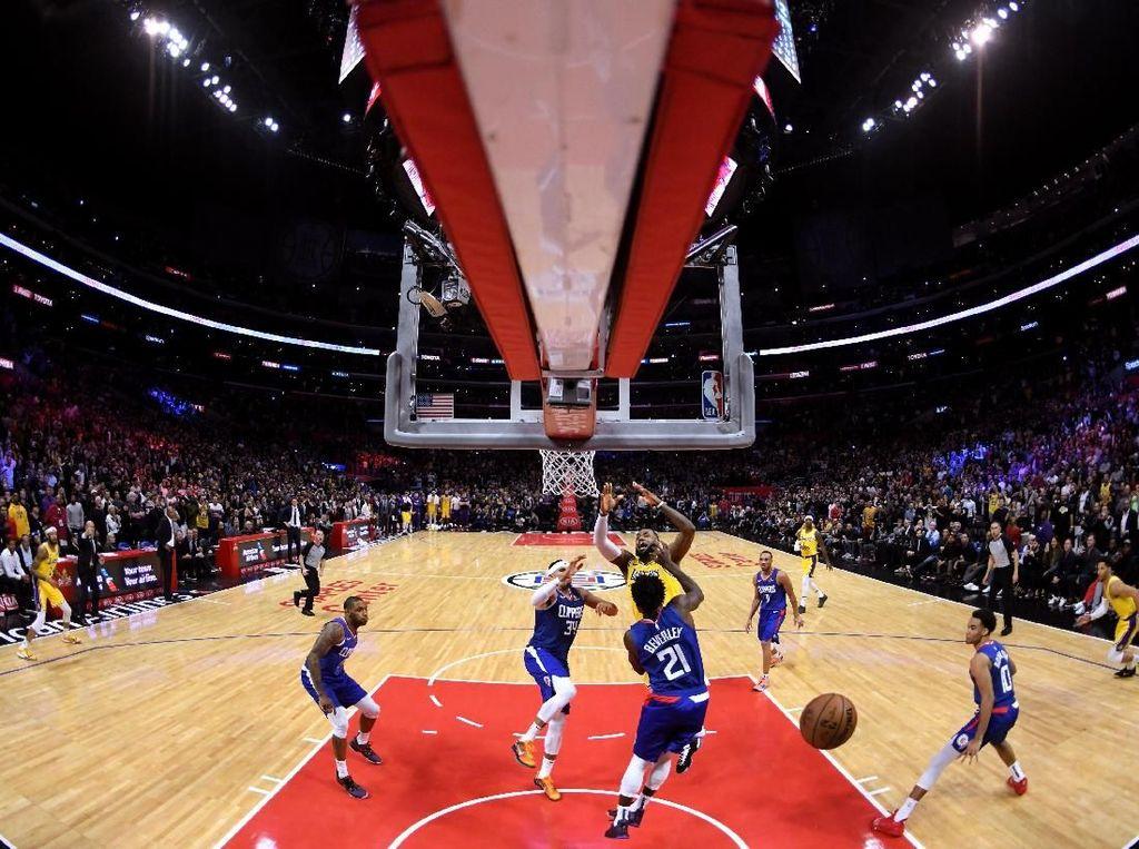 Comeback, LeBron Pimpin Lakers Kalahkan Clippers Lewat OT
