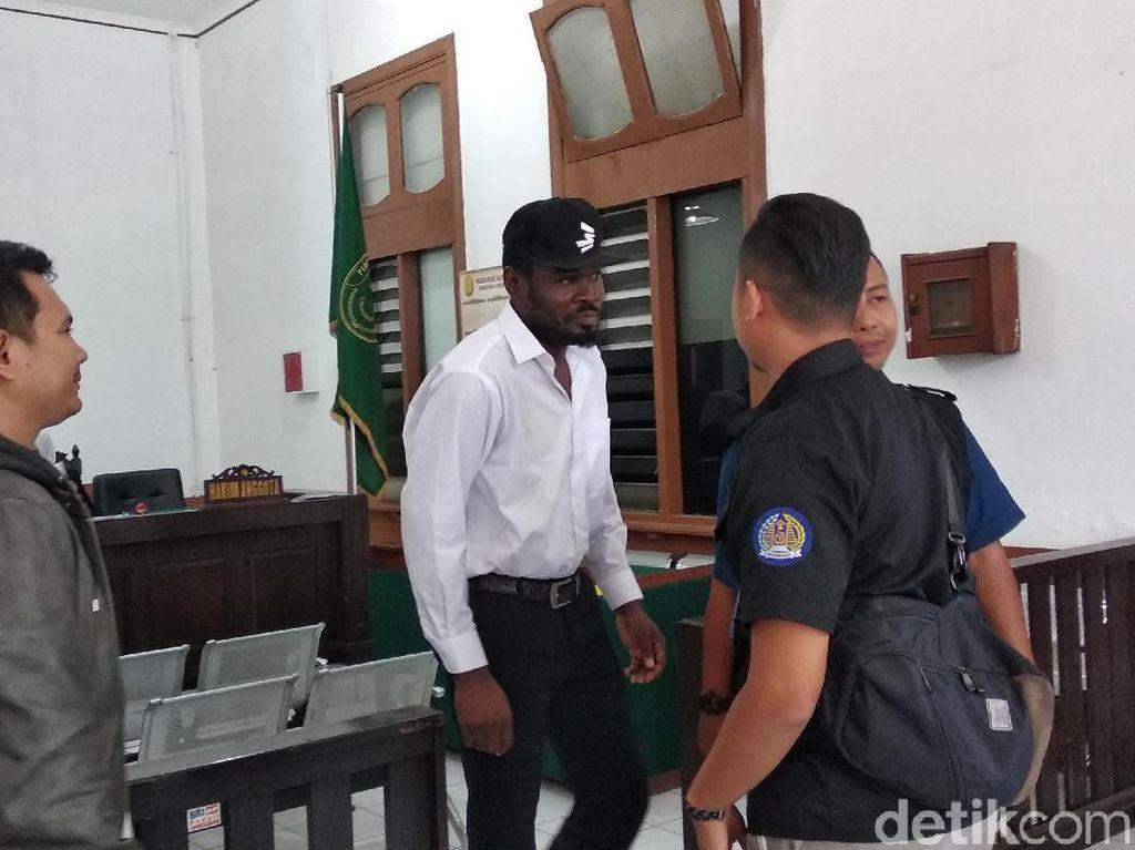 Digerebek Petugas Imigrasi Bandung, WN Nigeria Sobek Paspor