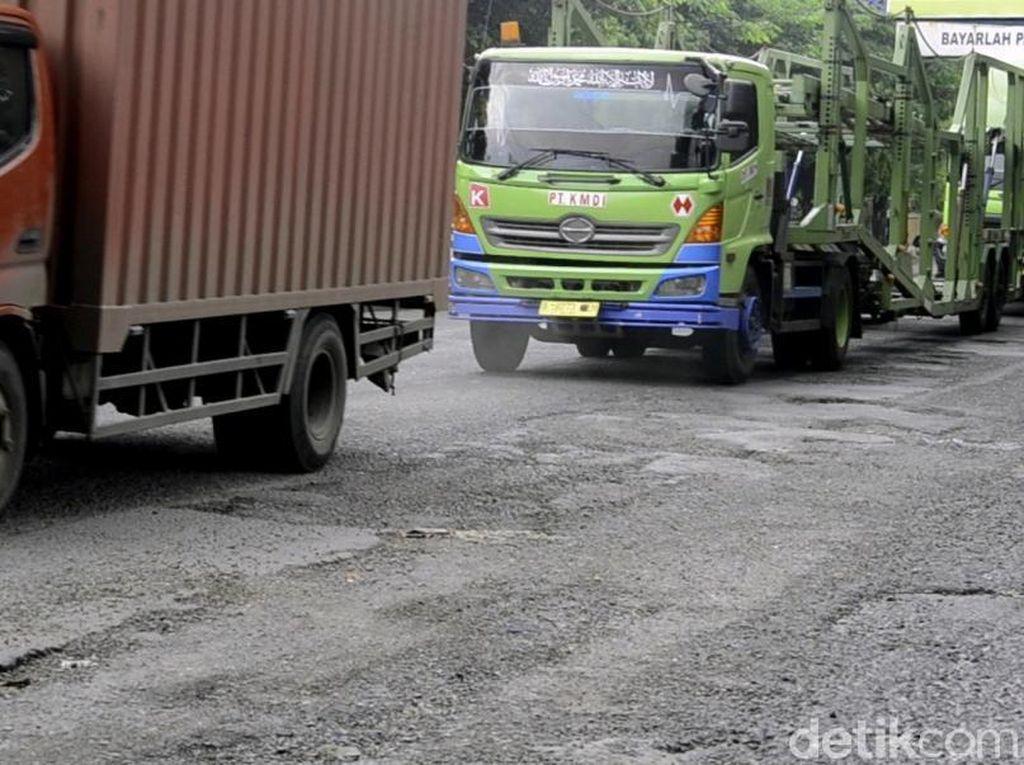 Sopir Truk Tinggalkan Trans Jawa yang Sudah Pasang Tarif Penuh