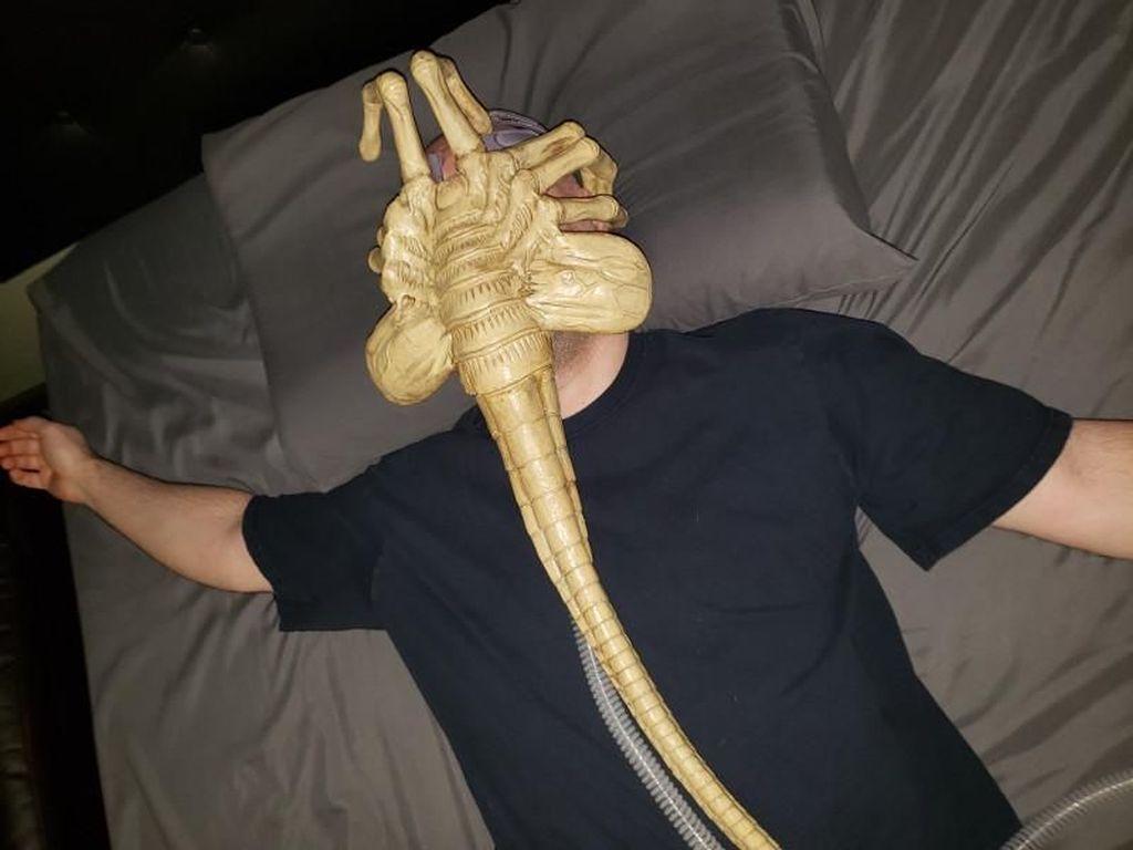 Cerita Viral Pria Ubah Alat Tidurnya Jadi Alien Seperti di Film
