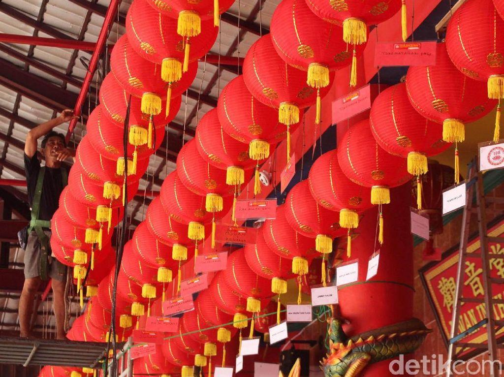 Nuansa Merah  Imlek di Vihara Kwan In Thang