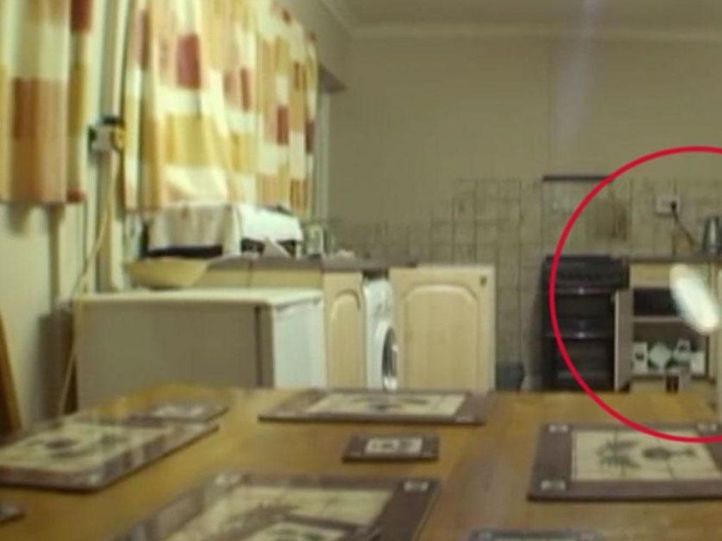 Hantu Gentayangan di Dapur hingga Racikan Bakso Pedas Bikin Ngiler