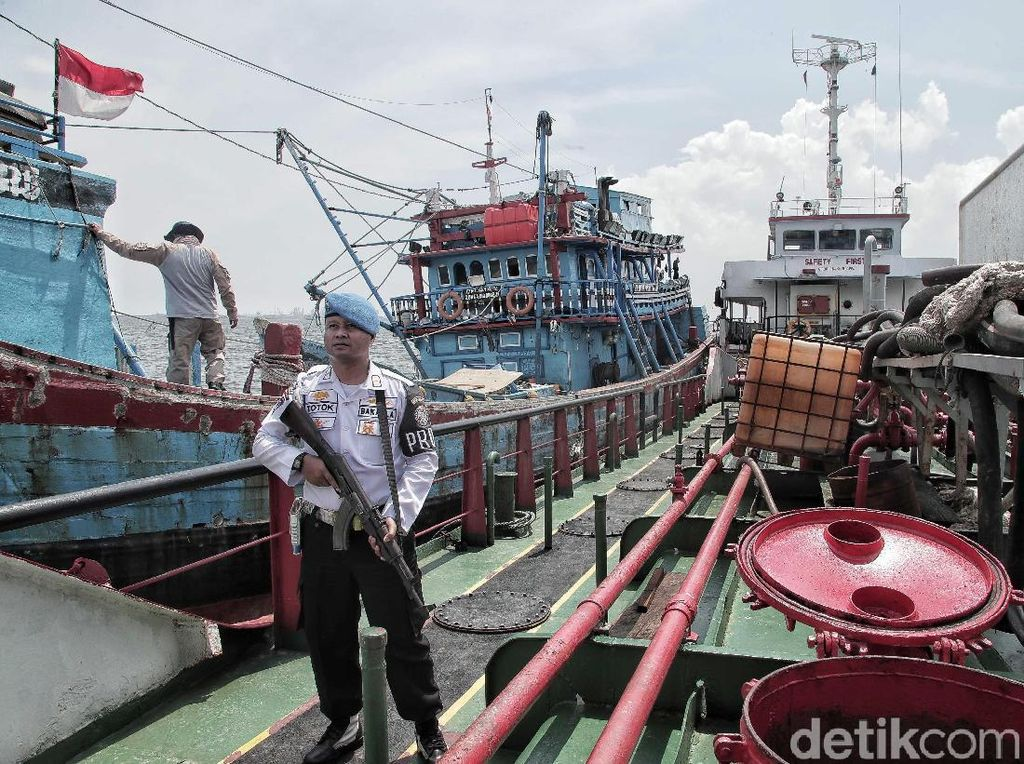 Bakamla Gagalkan Transfer BBM Ilegal di Teluk Jakarta