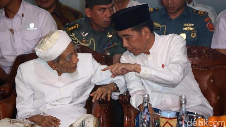 Viral Video Mbah Moen Doakan Prabowo di Samping Jokowi, PPP Beri Penjelasan