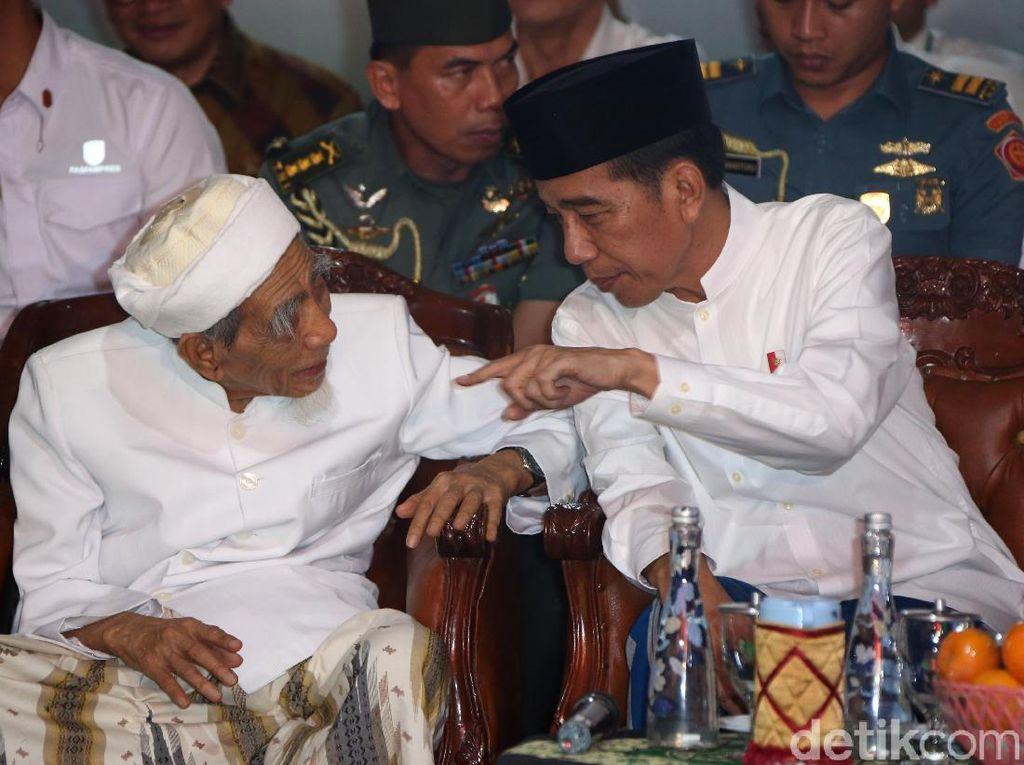Jokowi Bertemu Mbah Moen di Rembang