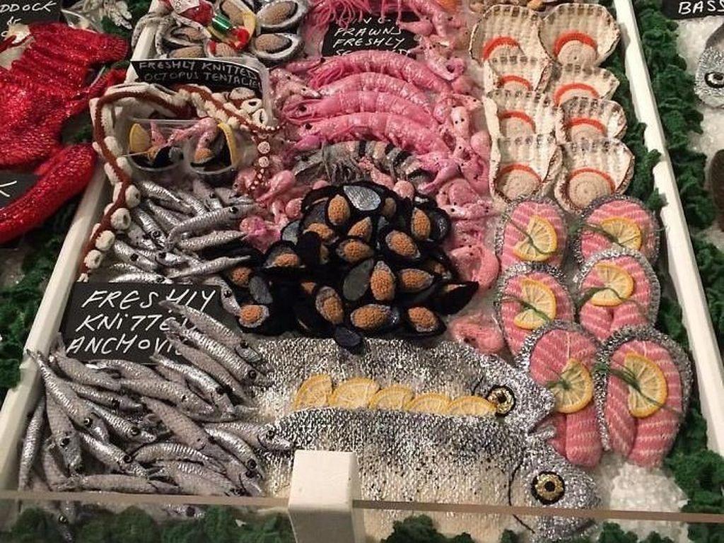 Gemas! Siapa Sangka Aneka Seafood Ini Terbuat dari Benang Wol dan Payet
