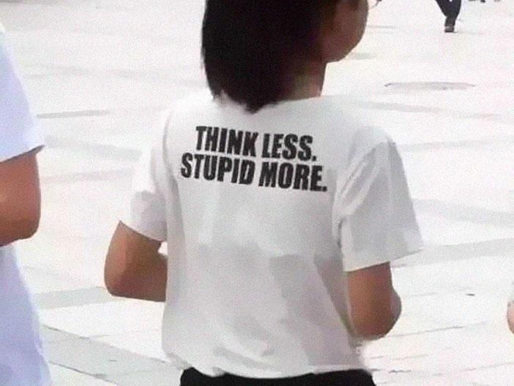Foto: Baju Orang-orang Bertulisan Kocak Ini Bikin Kamu Auto Ngakak