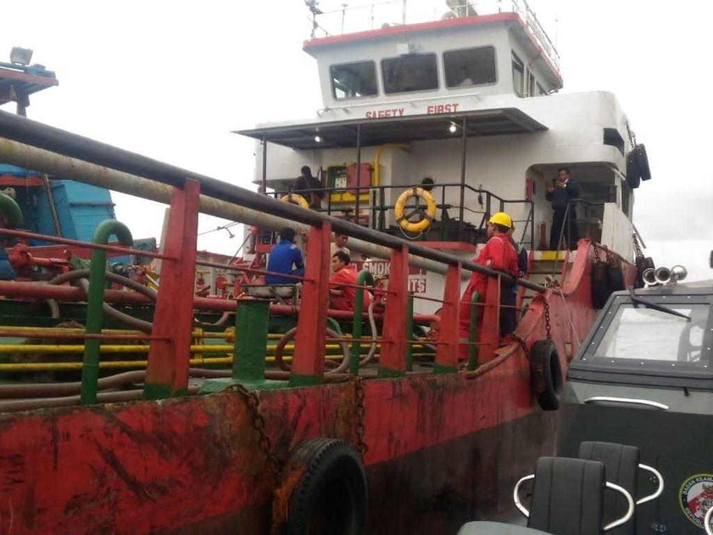 Bakamla Amankan 2 Kapal yang Transfer BBM Ilegal di Teluk Jakarta