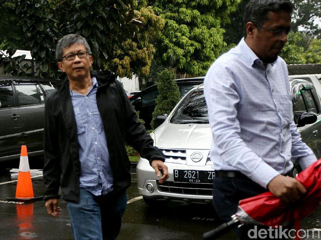 Rocky Gerung Tiba di Polda Metro Jaya
