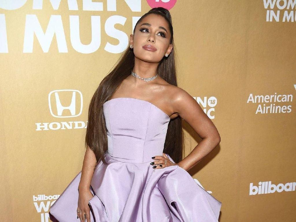 Wow! Ariana Grande Samai Rekor The Beatles