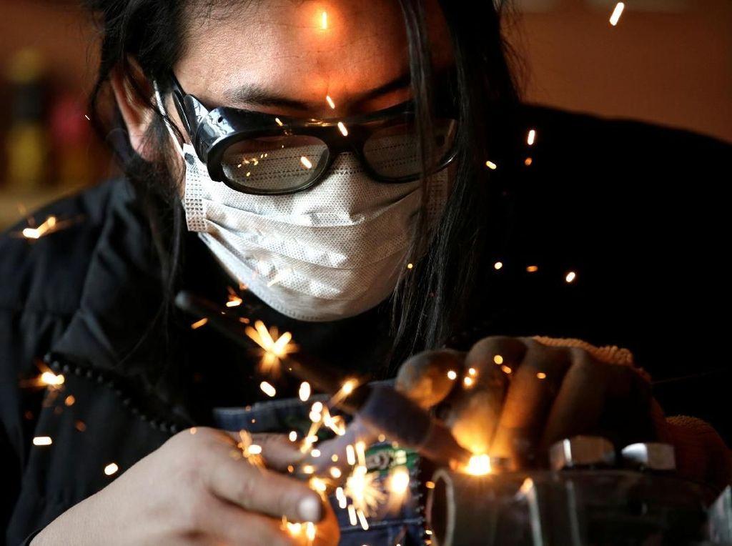 Mengintip Pabrik Pembuatan Barang-barang Aneh Perajin di China