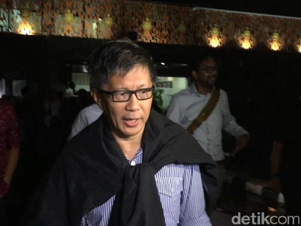 Usai Diperiksa, Rocky Gerung Joging Tinggalkan Polda Metro Jaya