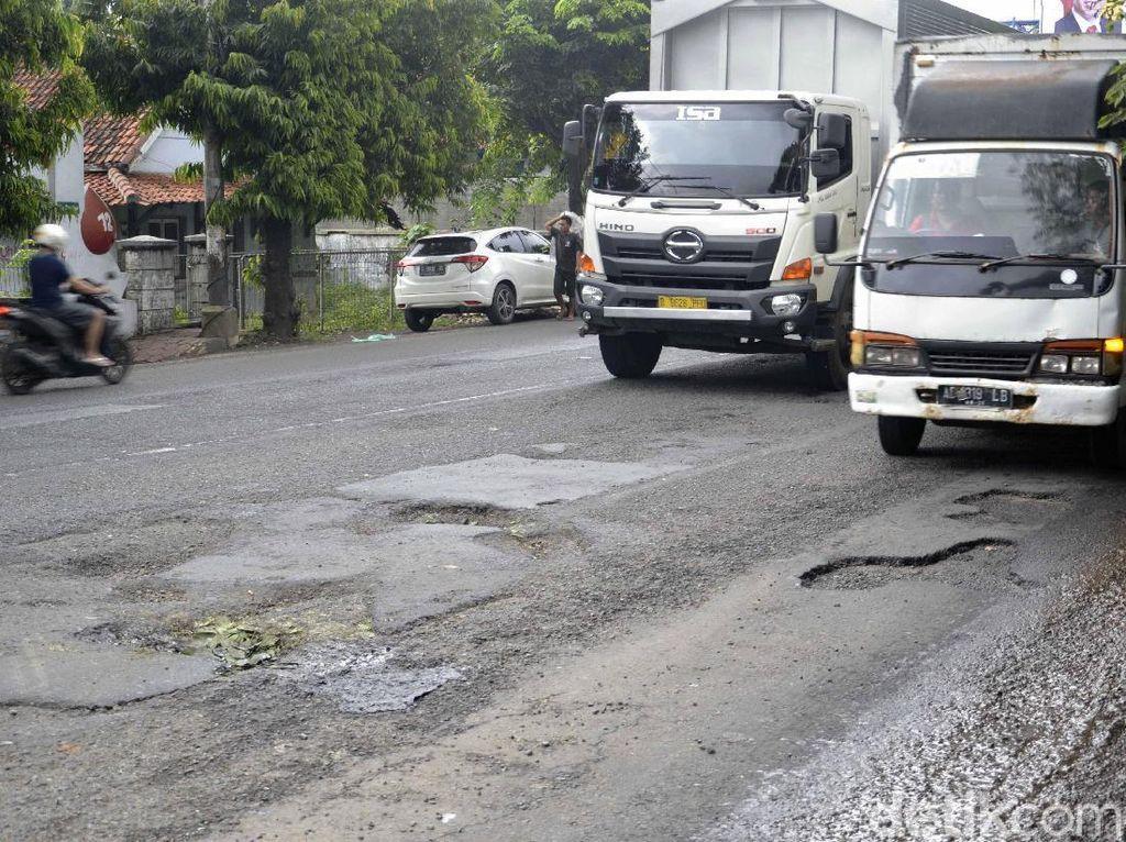 Pasca Diterjang Banjir, Jalan Pantura Pekalongan-Batang Rusak