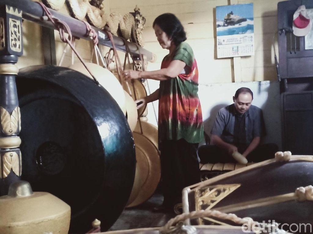 Bantuan Mengalir, Istri Pencipta Lagu Hymne Guru Batal Jual Gamelan