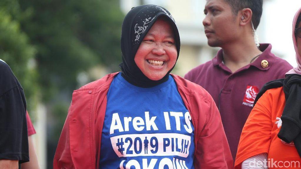 Gaya Walikota Risma Pakai Kaos Dukung Jokowi
