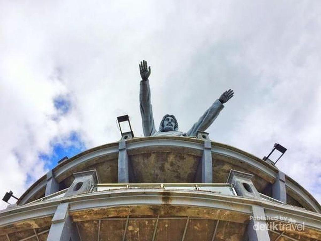 Patung Yesus Tertinggi di Dunia Ini Ada di Indonesia, Tahu?