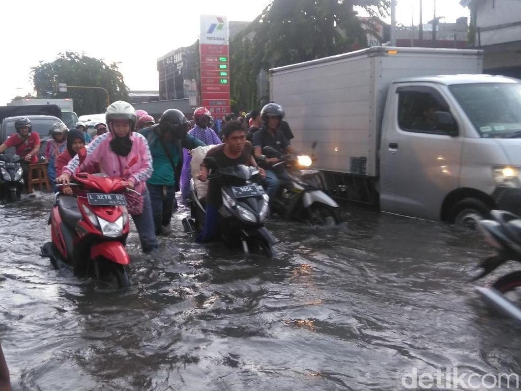 Tips Biar Motor Aman dari Banjir