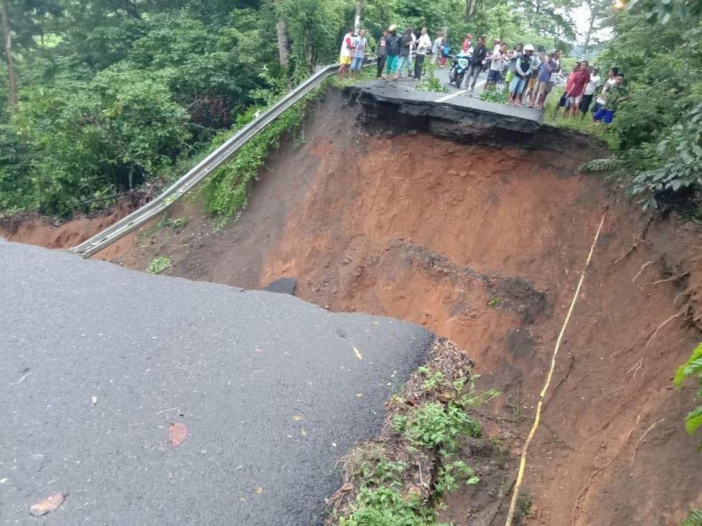 Jalan Lahat-Pagar Alam Longsor, PUPR: Akibat Hujan Deras