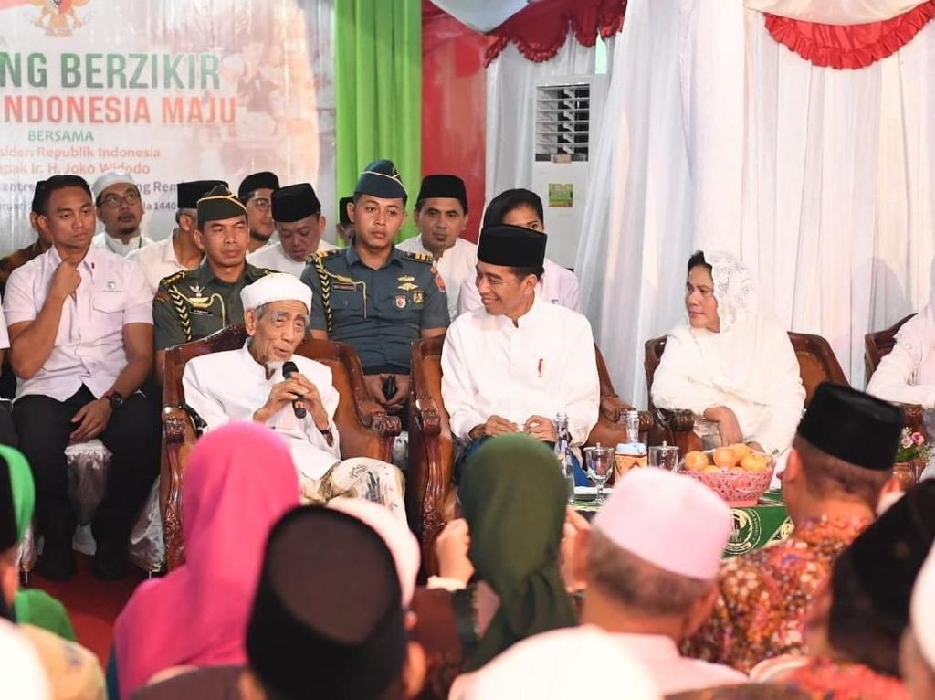 Rommy: Mbah Moen Doakan Jokowi agar Sabar dan Kuat Hadapi Cobaan