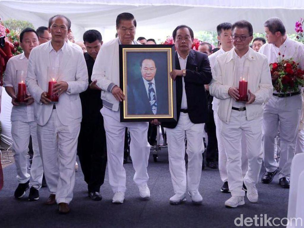 Pemakaman Pendiri Sinar Mas Berlangsung Khidmat di Karawang