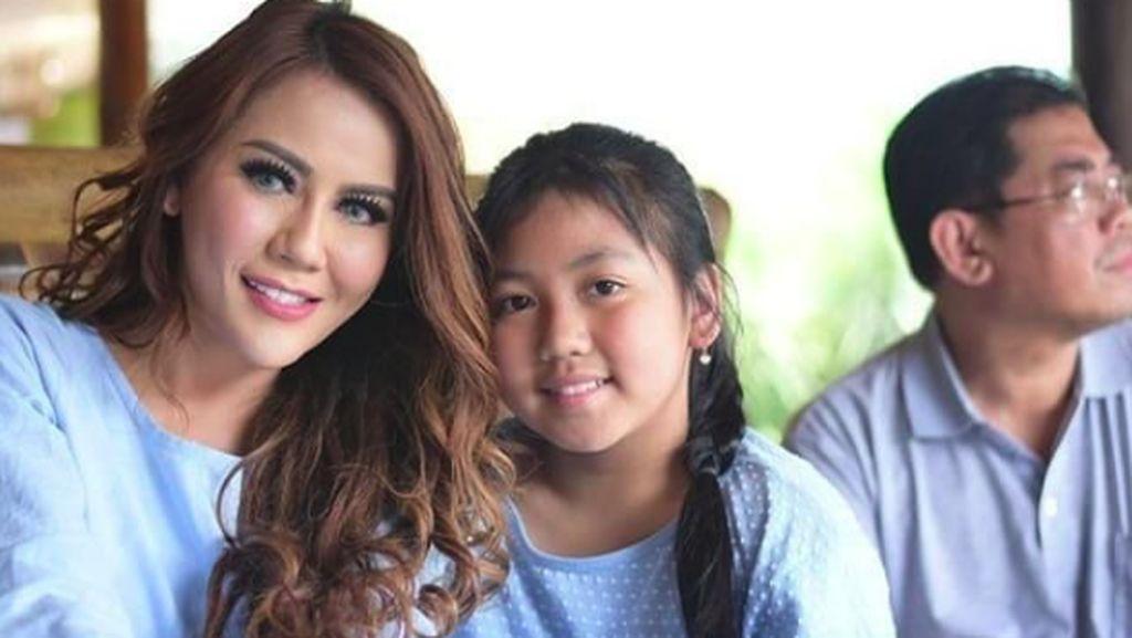 Momen Hangat Nita Thalia dengan Putri Kesayangannya