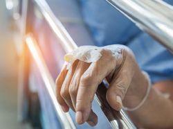 RS India Kewalahan Hadapi Ledakan COVID-19, Seranjang Ditempati 2 Pasien