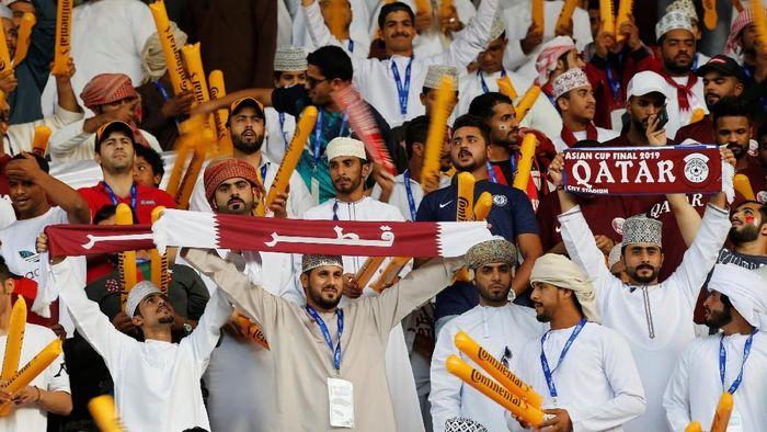 Warga Qatar tentu tak menyangka timnasnya bisa melaju sampai final mengingat prestasi terbaik mereka selama di Piala Asia adalah dua kali perempatfinalis pada 2000 dan 2011. (REUTERS)