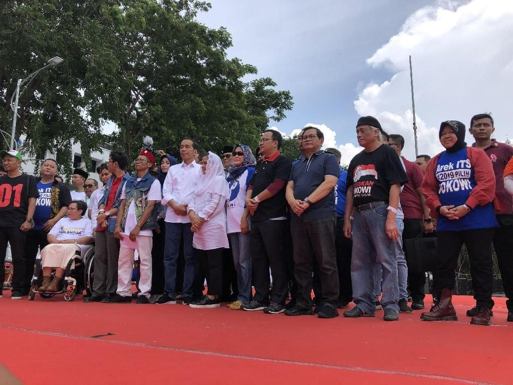 Jokowi Kampanye Bareng Risma dan Addie MS di Surabaya