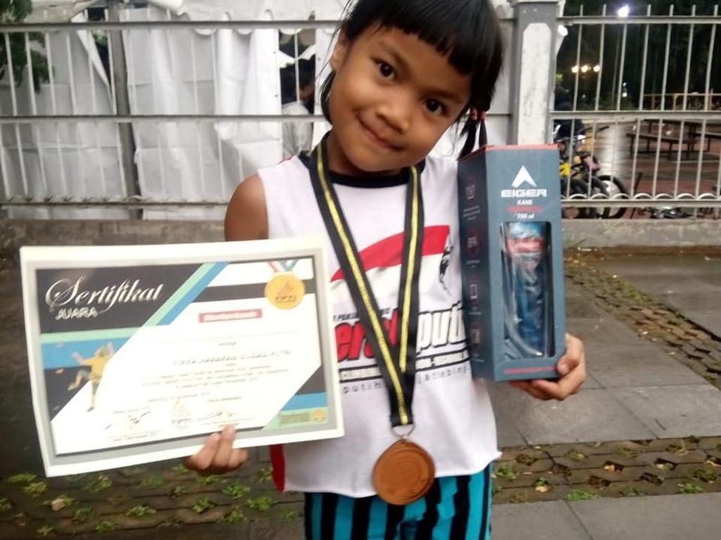 Cerita Balqis Laba-laba Kecil Jawara Kompetisi Panjat Dinding