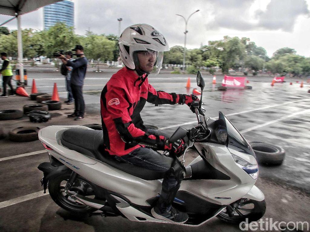 Motor Listrik Tak Butuh Perawatan, Bengkel Resmi Bakal Mati?