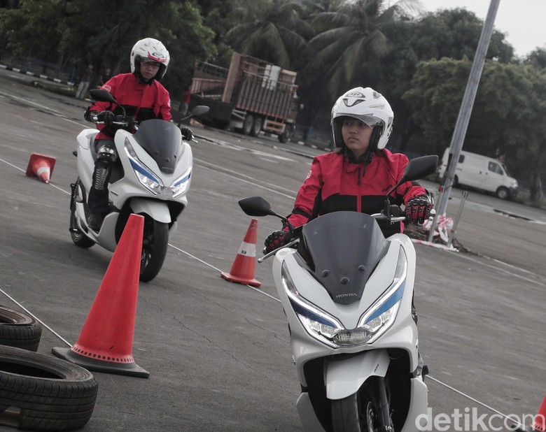 Test rider Honda PCX Electric Foto: Pradita Utama