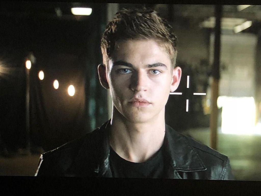 Ini Hero, Model dan Aktor Ganteng yang Ternyata Keponakan Voldemort