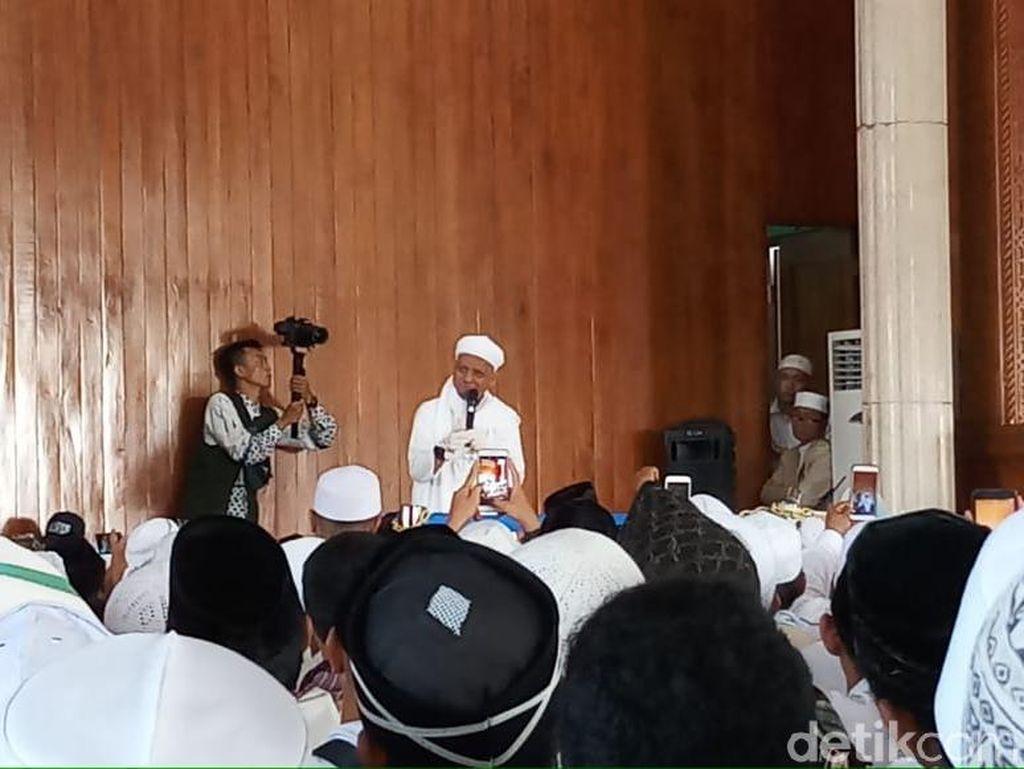 Ustaz Arifin Ilham Kembali Pimpin Zikir di Masjid Az-Zikra