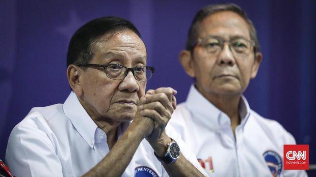 Akbar Tandjung dan Ginandjar Kartasasmita dan 12 orang lainnya mengundurkan diri dari jabatan menteri jelang Soeharto menyatakan berhenti dari presiden Mei 1998 silam