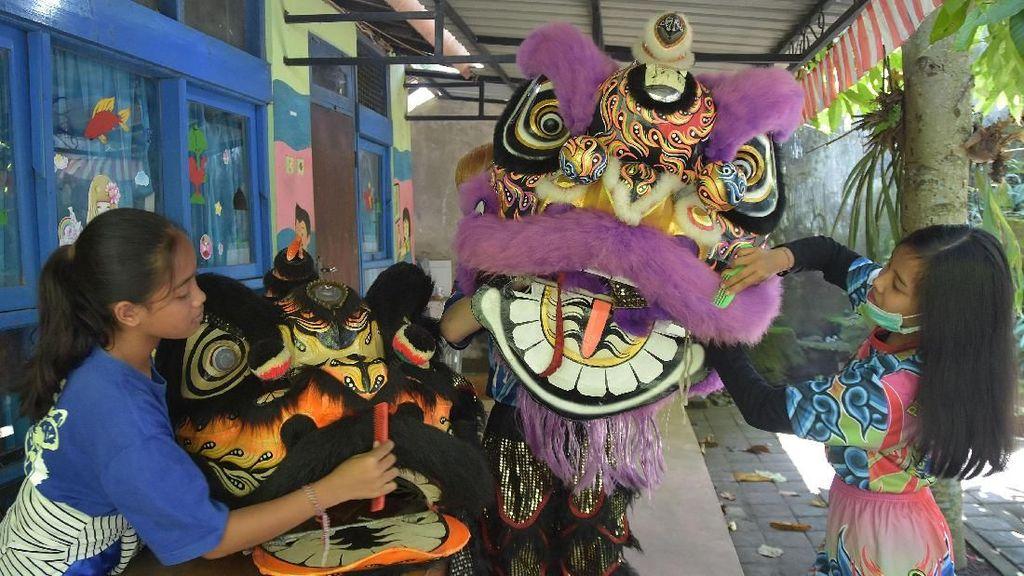 Suasana Persiapan Imlek di Penjuru Nusantara