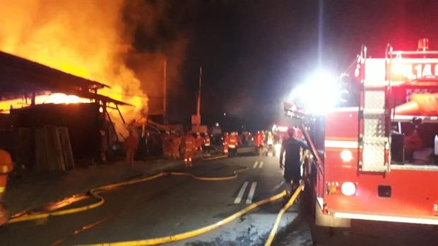 Kebakaran Kios Kayu di Pesanggrahan Jaksel