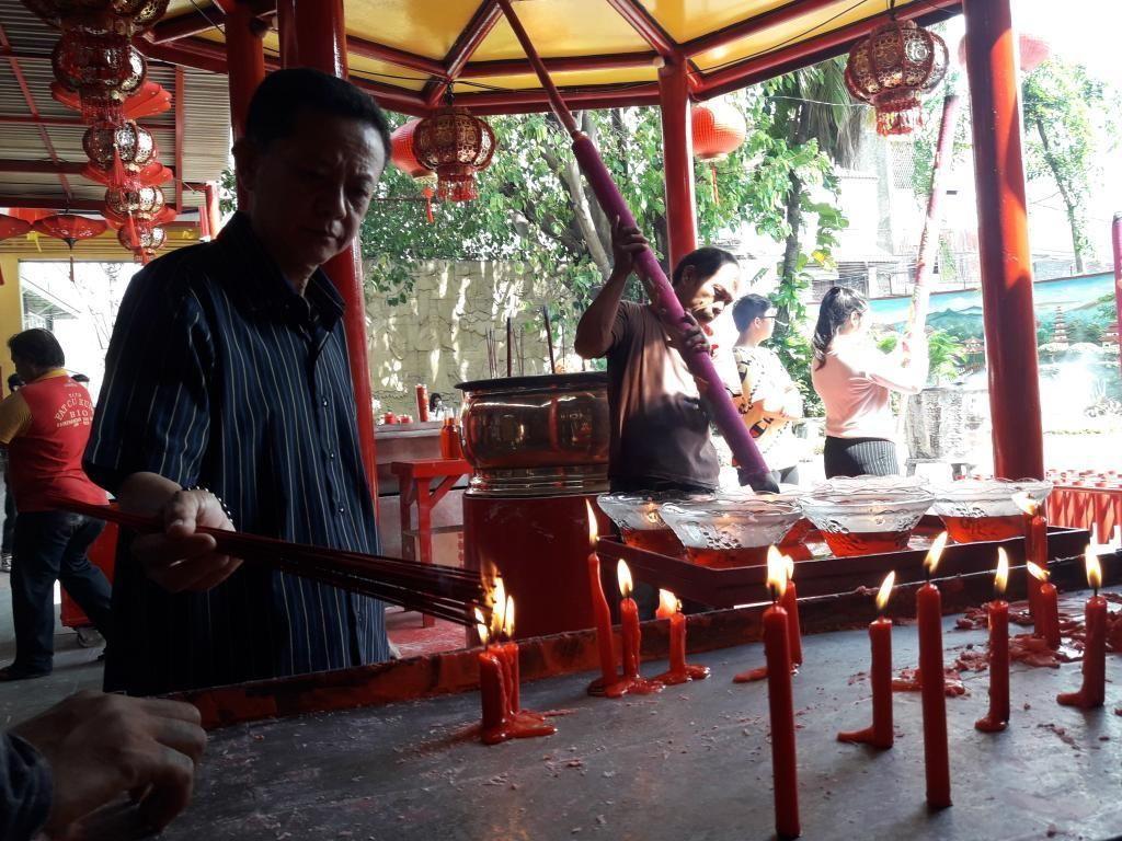 Jelang Imlek, Vihara Dharma Bhakti Ramai Didatangi Pengunjung