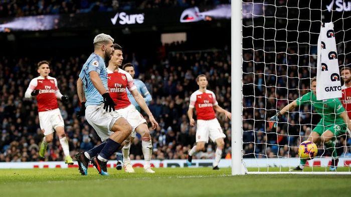 Sergio Aguero bawa Manchester City ungguli Arsenal di babak pertama. (Foto: Carl Recine/Reuters)
