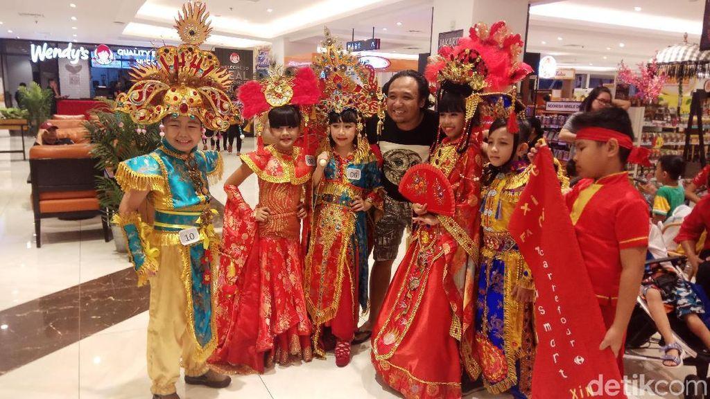 Foto: Meriahnya Parade Busana Imlek di Manado