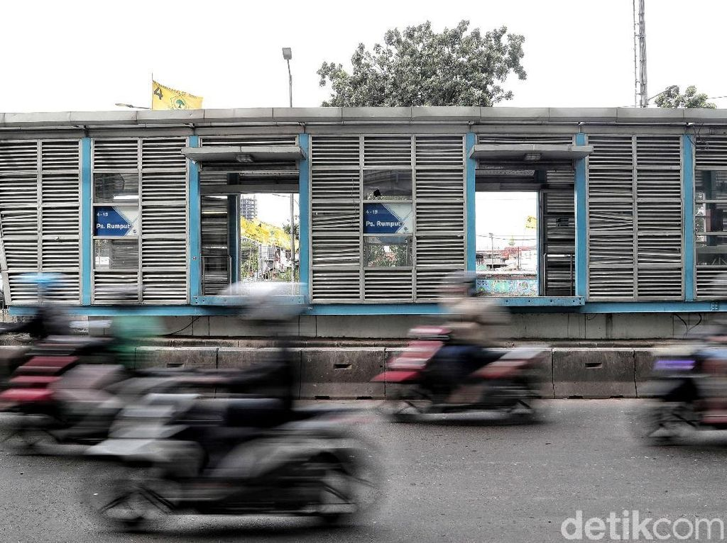 Halte TransJ Pasar Rumput Jadi Saksi Bisu Tawuran Antarwarga