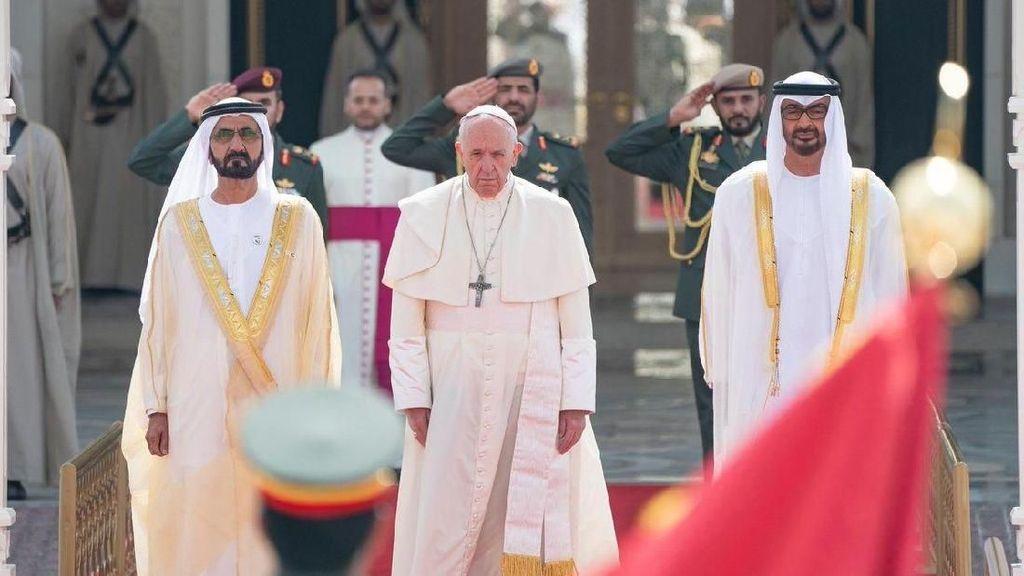 Momen Penyambutan Paus Fransiskus dalam Kunjungan Bersejarah ke UEA