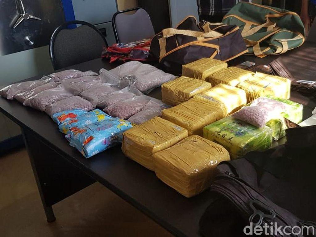 BNN Riau Gagalkan Penyelundupan 13 Kg Sabu dari Malaysia