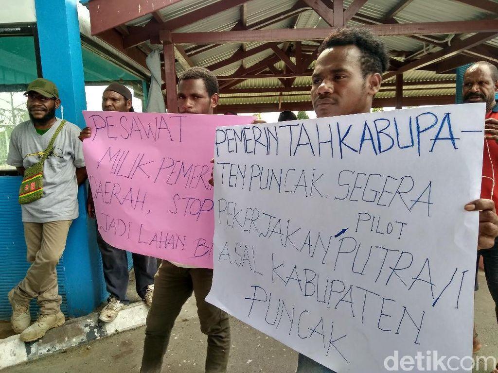 Warga Demo di Bandara Timika, Tuntut Subsidi Tiket Pesawat