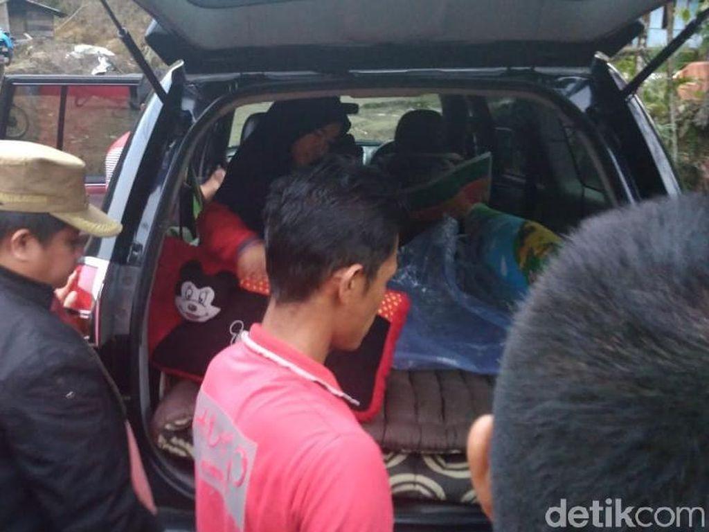 Terjebak Banjir, Warga Melahirkan dalam Mobil Dinas Wakil Bupati