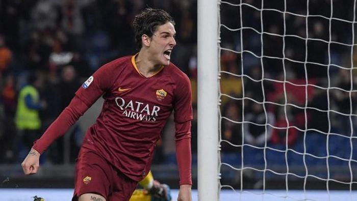 Bayern Munich kabarnya tertarik kepada gelandang muda AS Roma, Nicolo Zaniolo (Foto: Tiziana FABI / AFP)