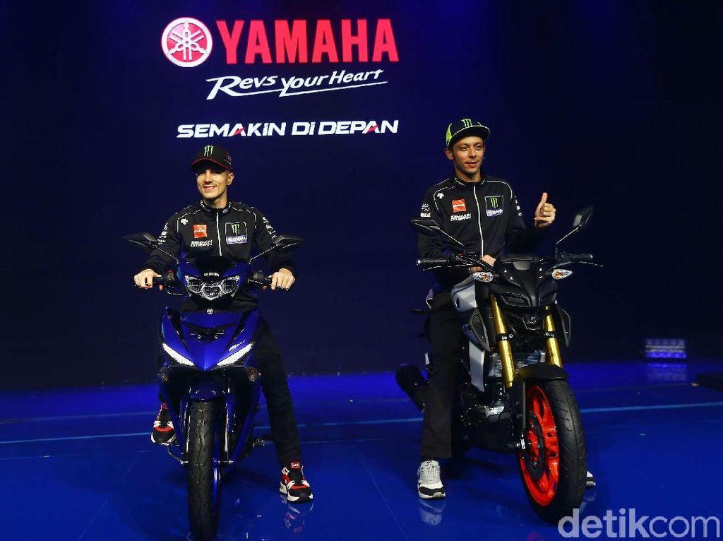 Rossi-Vinales Tunggangi Motor Bebek dan Sport Yamaha